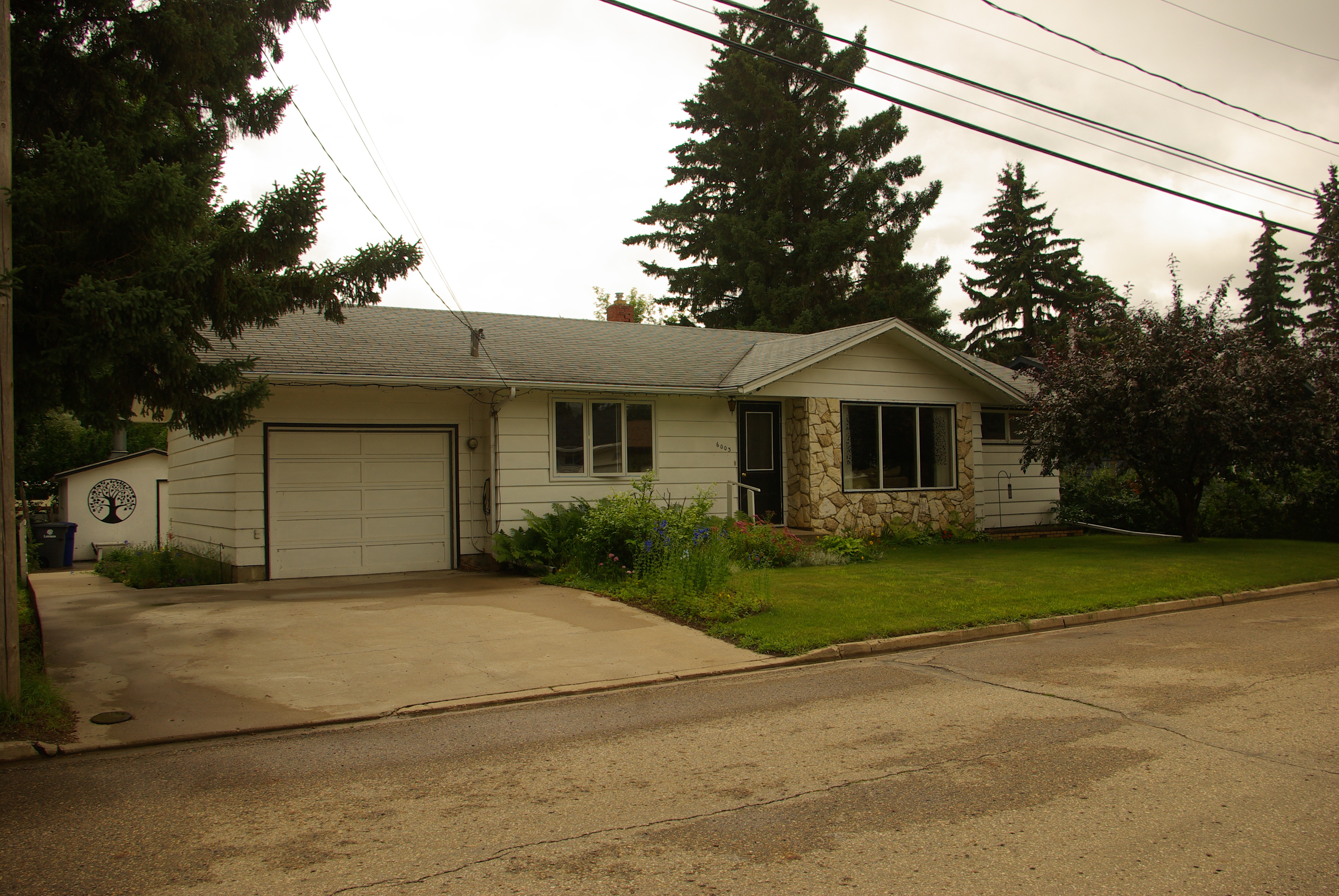 NEW LISTING!!! 6003 5th Street Rosthern