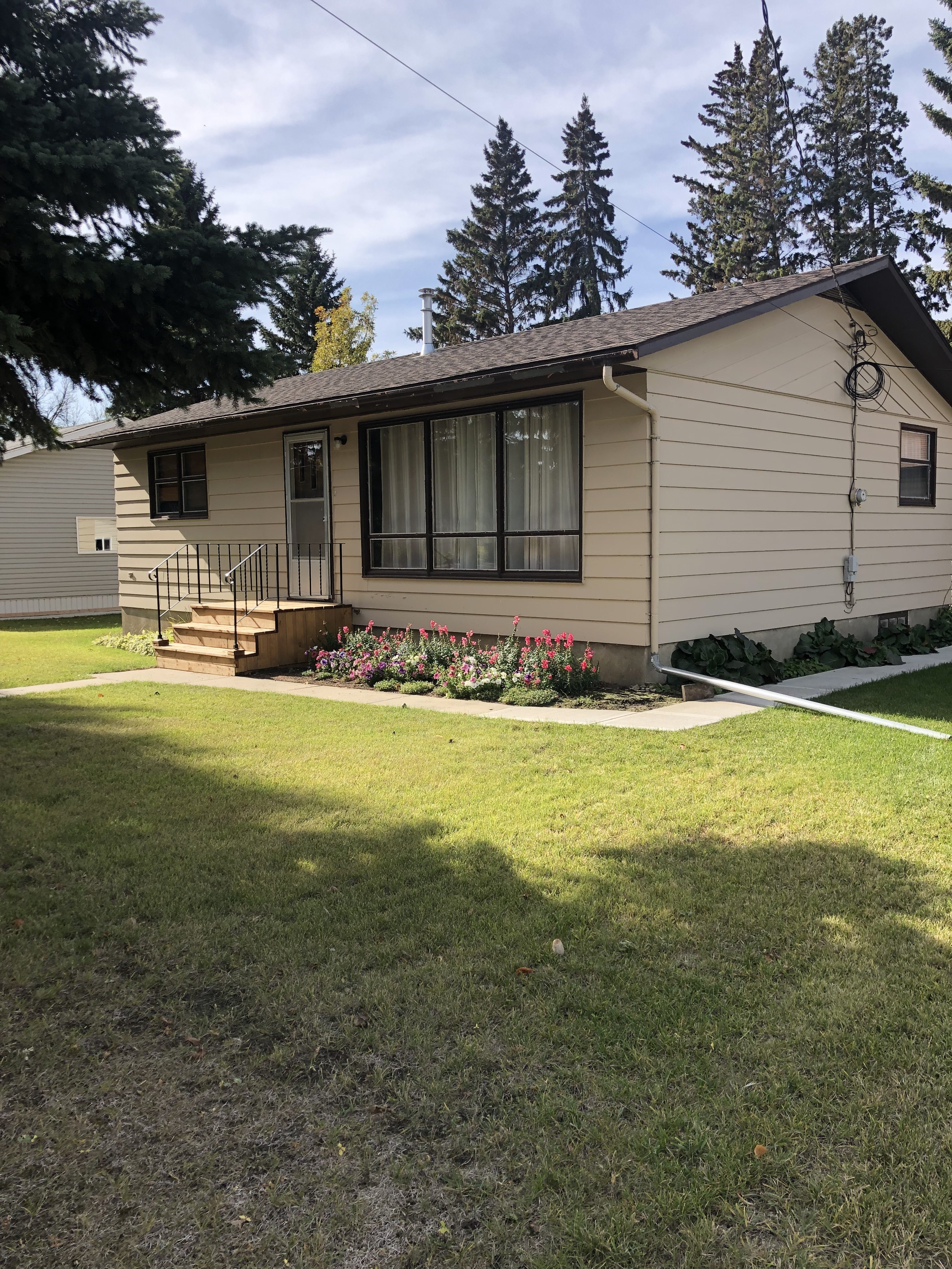 New Listing !! 502 5th Avenue Rosthern